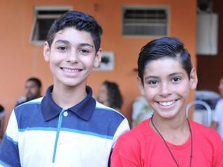 Irmãos separados em abrigo, Erick é adotado 4 meses depois por padrinhos de João