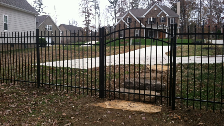 Aluminum spear top with arched gate.jpg