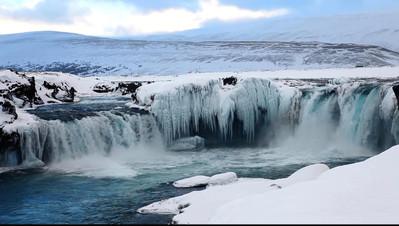 Les chutes de Goðafoss.jpg