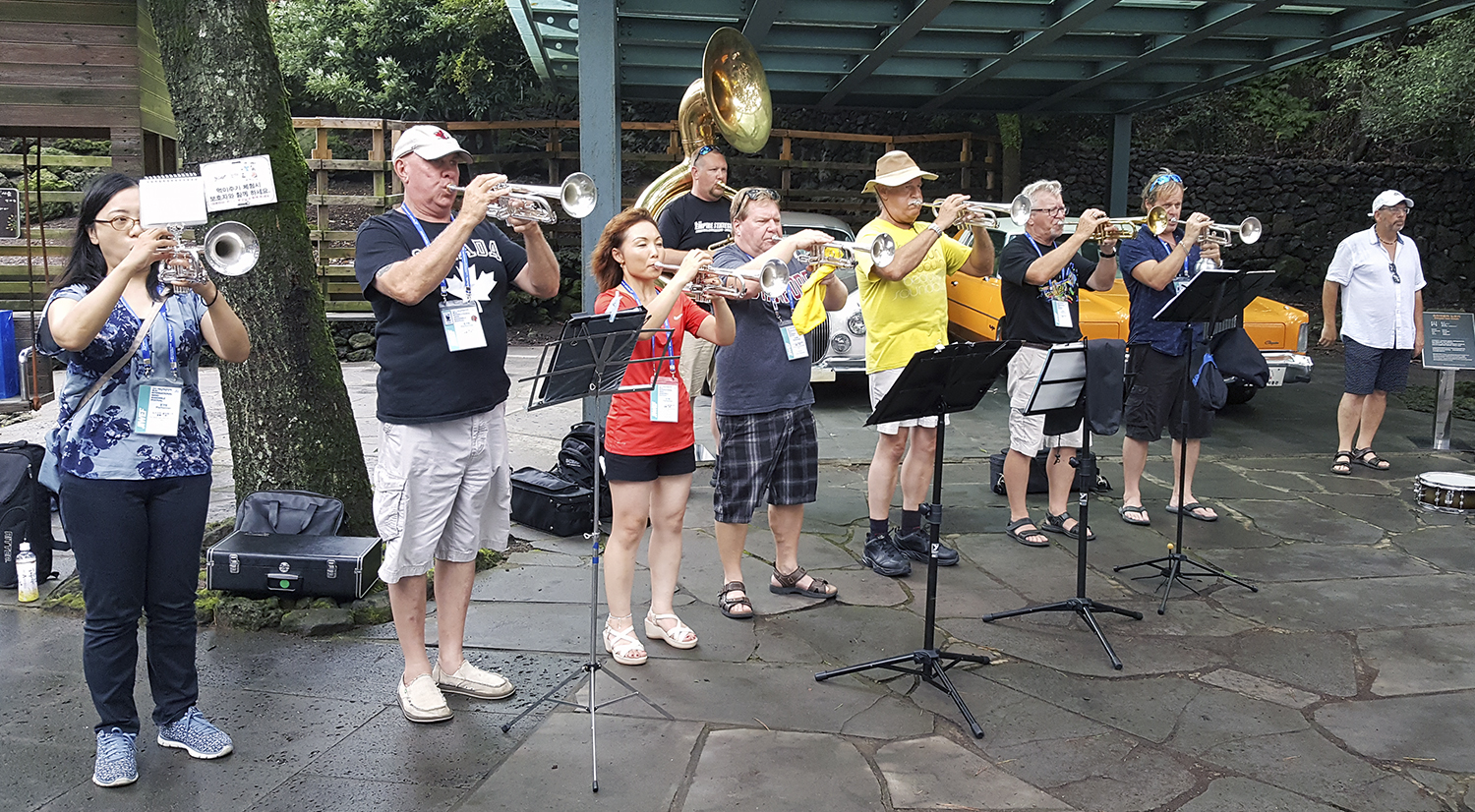 Some of the Alumni horns rehearsing (Jeju, 2019)
