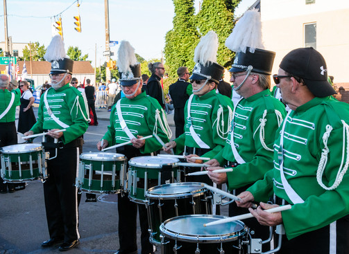 Optimists Alumni drums warming up before parade (Rochester, 2014)