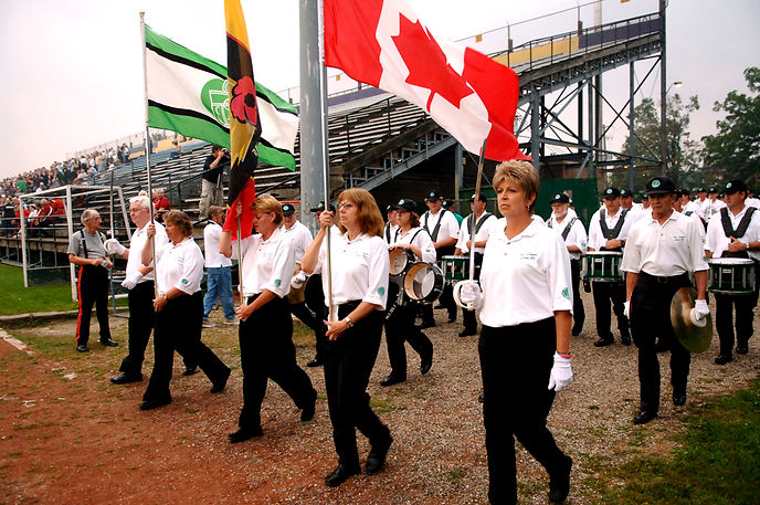 Optimists Alumni entering the field (Waterloo, 2006)