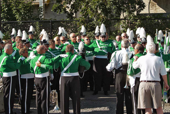 Optimists Alumni, singing the corps song (Rochester, 2008)