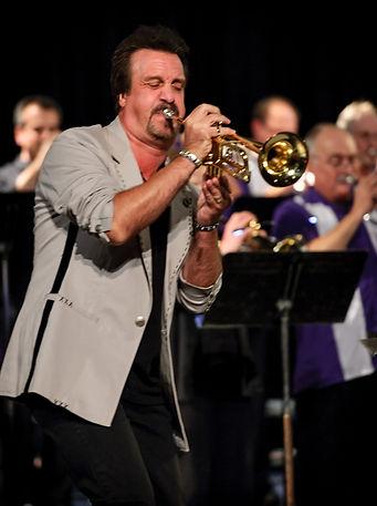 Al Chez performing with the ensemble (London, 2012)