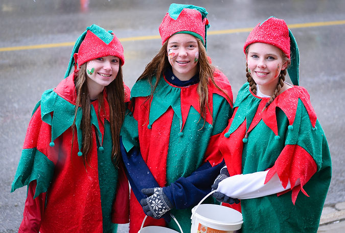 Young Ladies collecting for the Food Bank (Acton Santa Claus parade, 2016)