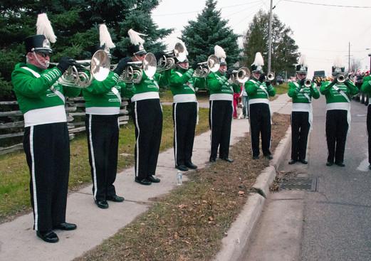 Optimists Alumni warming up (Uxbridge Santa parade, 2011)