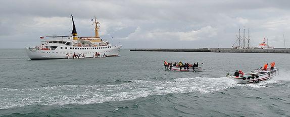 Helgoland boot met sloep wordt je opgehaald.