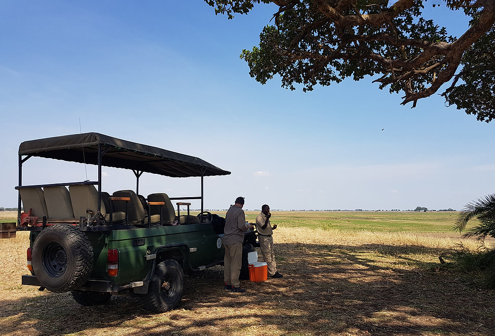 Zambia, Kafue NP, Mukambi Safari Lodge; Busang Plains Camp. Koffie Pauze!