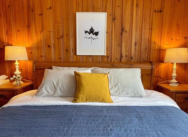 Lakeside King Inn Room