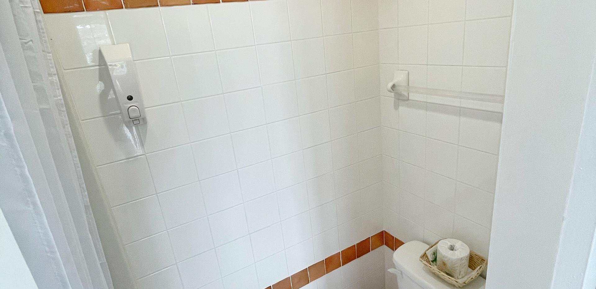 King Inn Room Bathroom