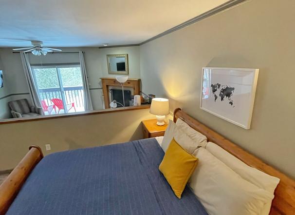 Jacuzzi Lakeside Suite