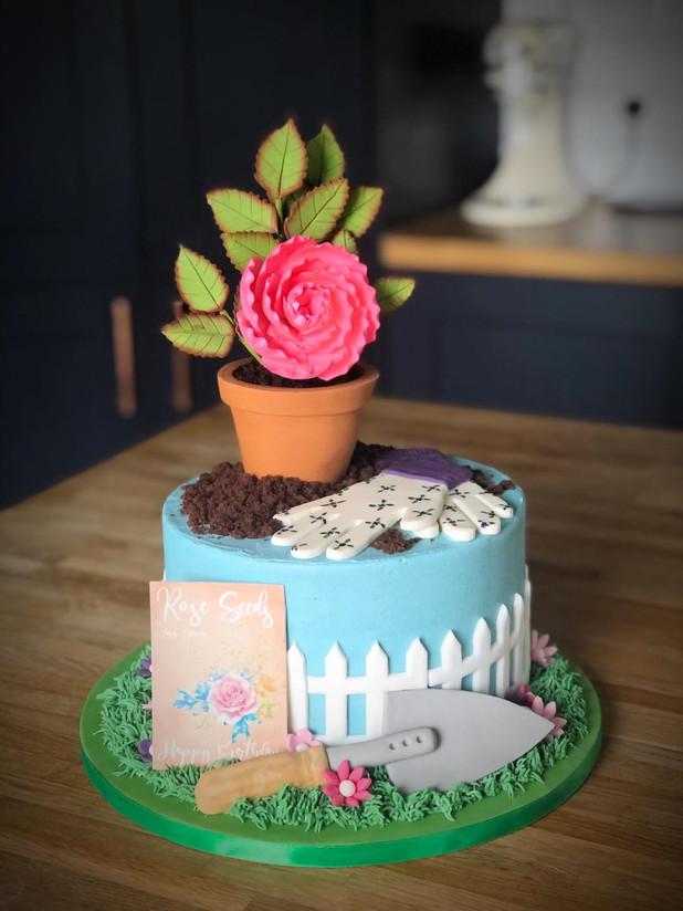 Gardening / Flower Pot Cake | Kingfisher Bakery, Wiltshire, UK