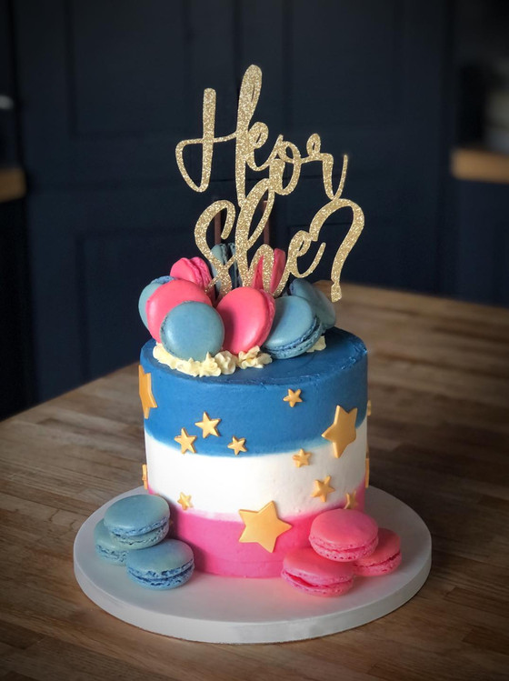 Gender Reveal Cake | Kingfisher Bakery, Wiltshire, UK