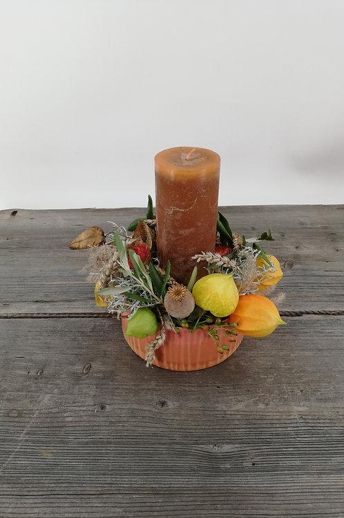 Herbstliche Schale mit Kerze