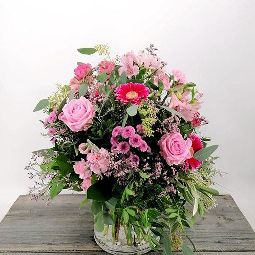 Saisonaler Strauß in Rosa-Pink-Tönen