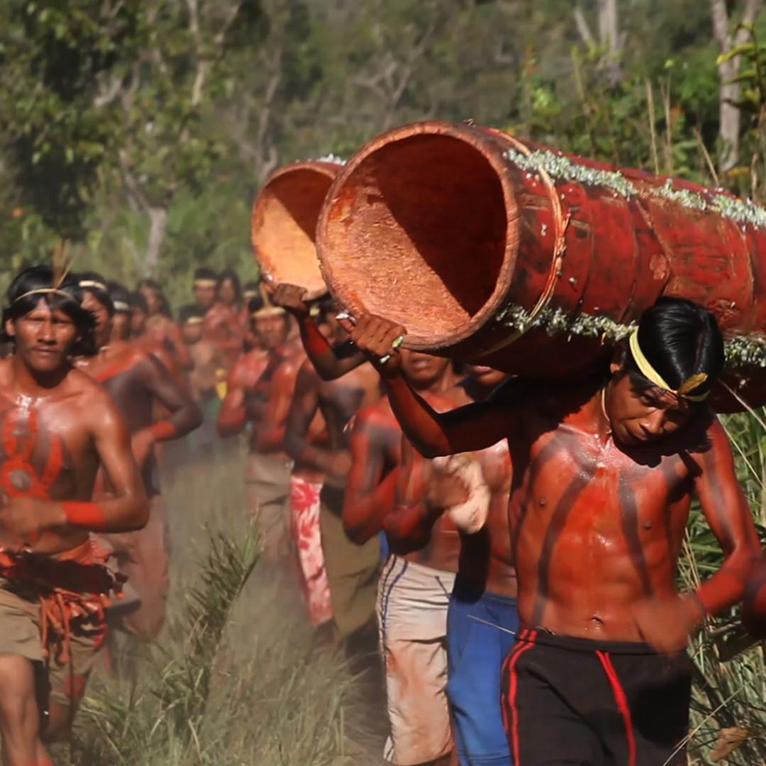 Log-carrying race