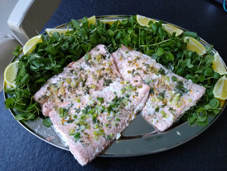 Recipe - Salmon steamed with garlic, dill and spring onions