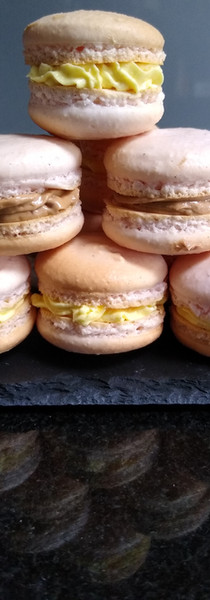 Vanilla macaroons with a vanilla or chocolate filling