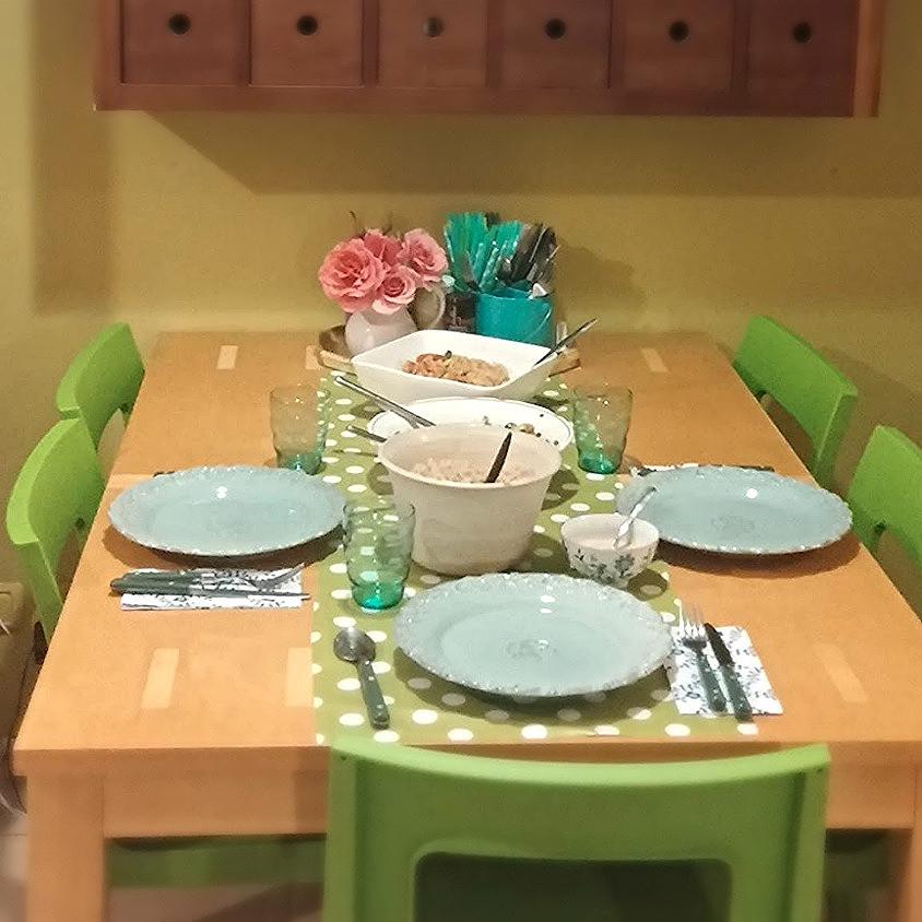 """""""קונמארי"""" עוזר לנו לזכור שאנחנו האורחים החשובים ביותר של עצמינו ולהתחגג כשאנחנו מכינים את ארוחת הערב המשפחתית, סתם ככה, ביום חול, לעצמינו"""