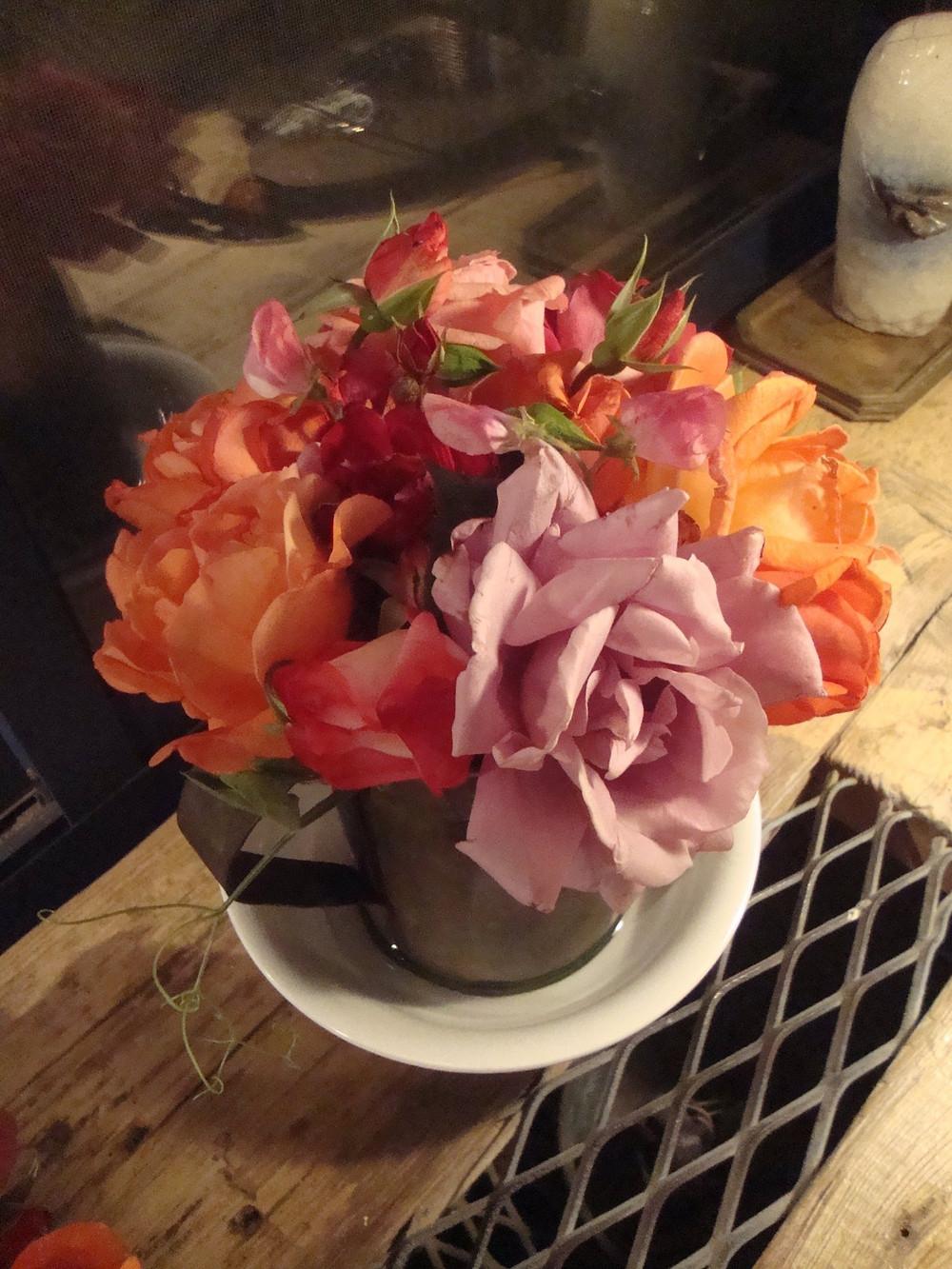 """""""קונמארי"""" זה שאחרי שסידרנו ונעים לנו, אינטימי לנו, ואנחנו הכי בבית בעולם - לזכור להביא או לקטוף לעצמינו פרחים- כי אנחנו אוהבים אותנו <"""