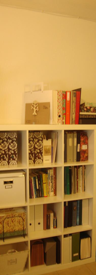 סידור ועיצוב ספרית חדר עבודה