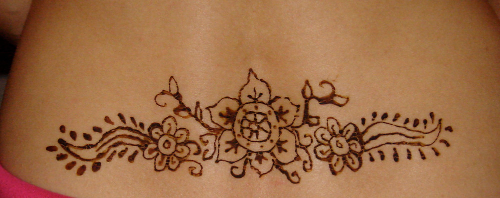 Learn how to create stunning henna designs and go from this to what you can produce with lots of practice.