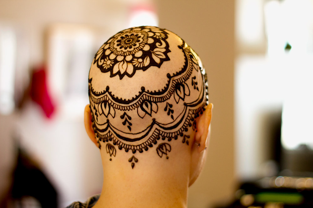 The view from the back of Leslie's finished henna crown, henna on the top of the head. Henna Crowns by Tarquin Singh of Henna Planet.