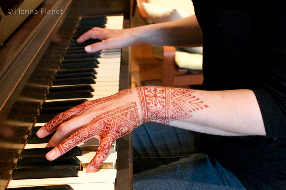 Moroccan henna on hand at piano.