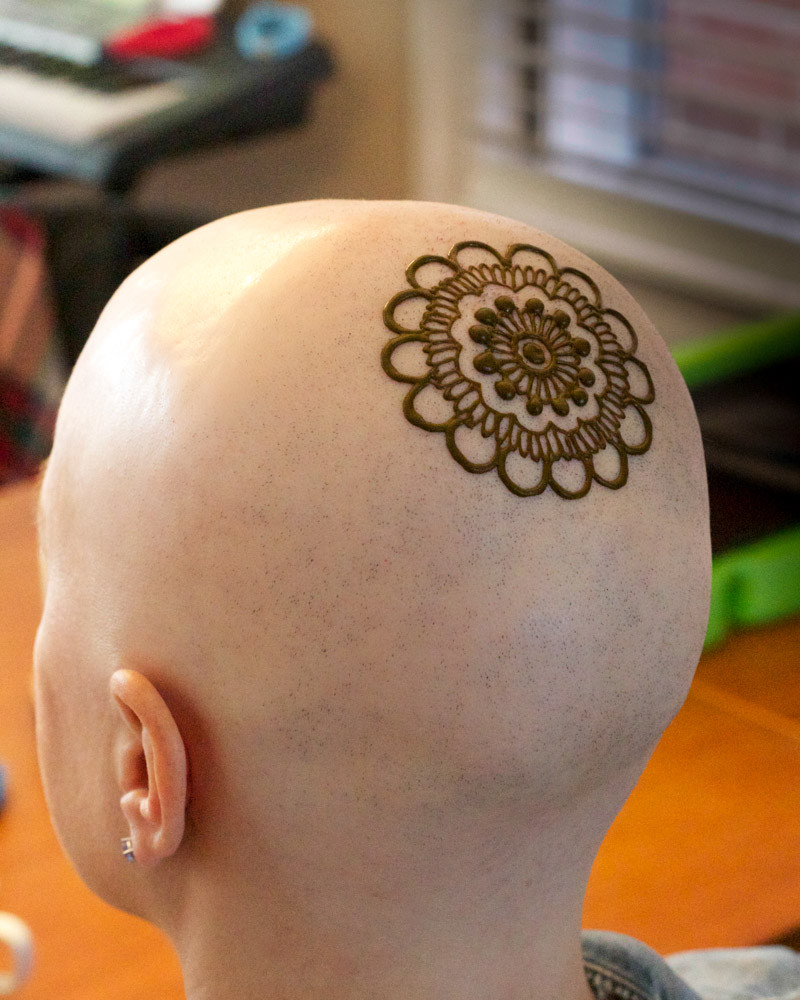 The start of Leslie's henna crown. Henna Crowns by Tarquin Singh of Henna Planet.