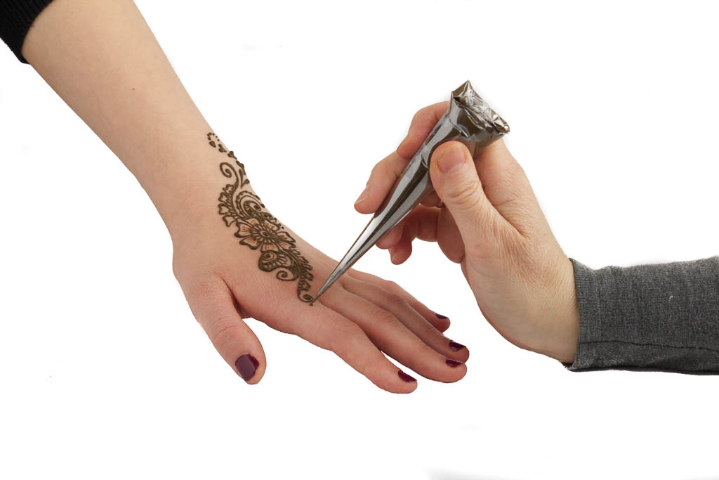 Henna application in Toronto (www.hennaplanet.ca)