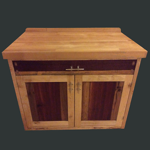 Freestanding kitchen cabinet unit with beech work top