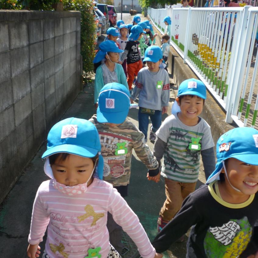 幼稚園を出発進行!