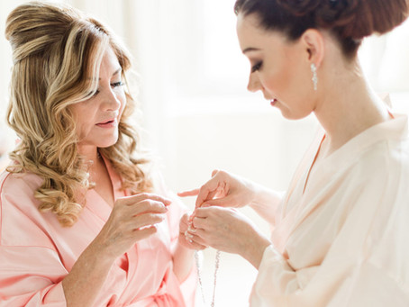 CHOOSING ACCESSORIES FOR YOUR WEDDING DAY