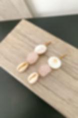 Boucls d'oreilles quartz rose, cauris et nacre