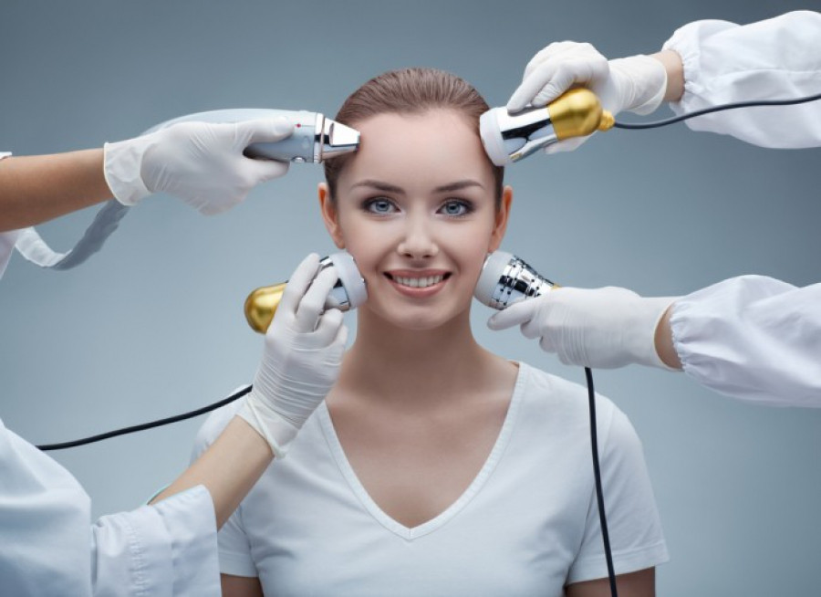 В салоні «Persona» ви можете відвідати сеанси апаратної косметології. Ми працюємо на обладнанні компанії EXIMIA (Італія), AquaSonic (Німеччина) та IONTO(Німеччина).