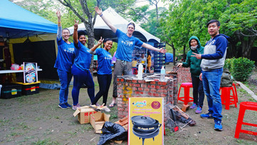 Volunteers Kitchen Braai.JPG