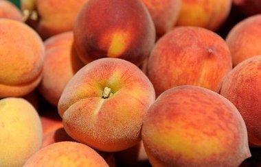 Belville Market Peaches