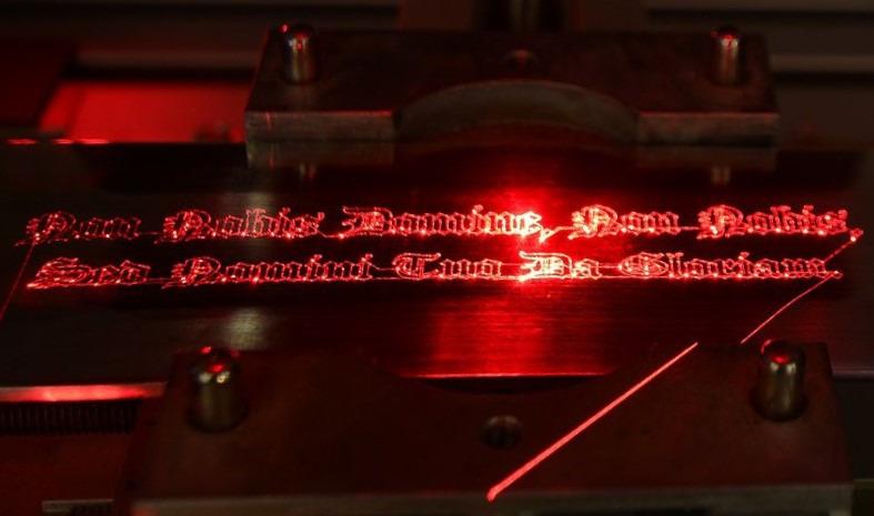 Gravure laser sur metaux unique