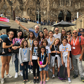 os Acrobatas e alguns pais, ir a Barcelona e ver a Sagrada Família