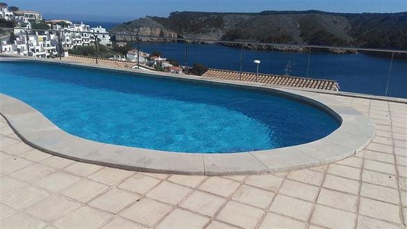 coronamiento piscina piedra natural