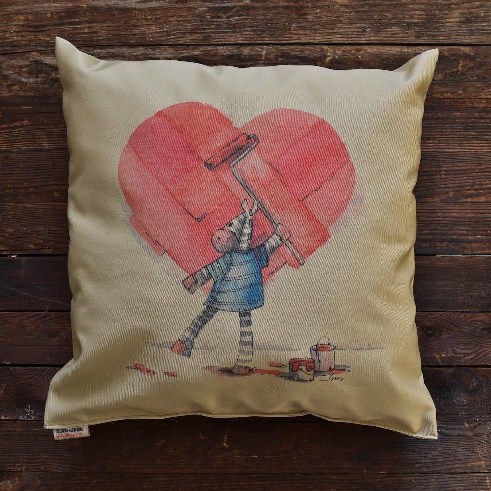 """Декоративная подушка """"Рисуя любовь"""""""