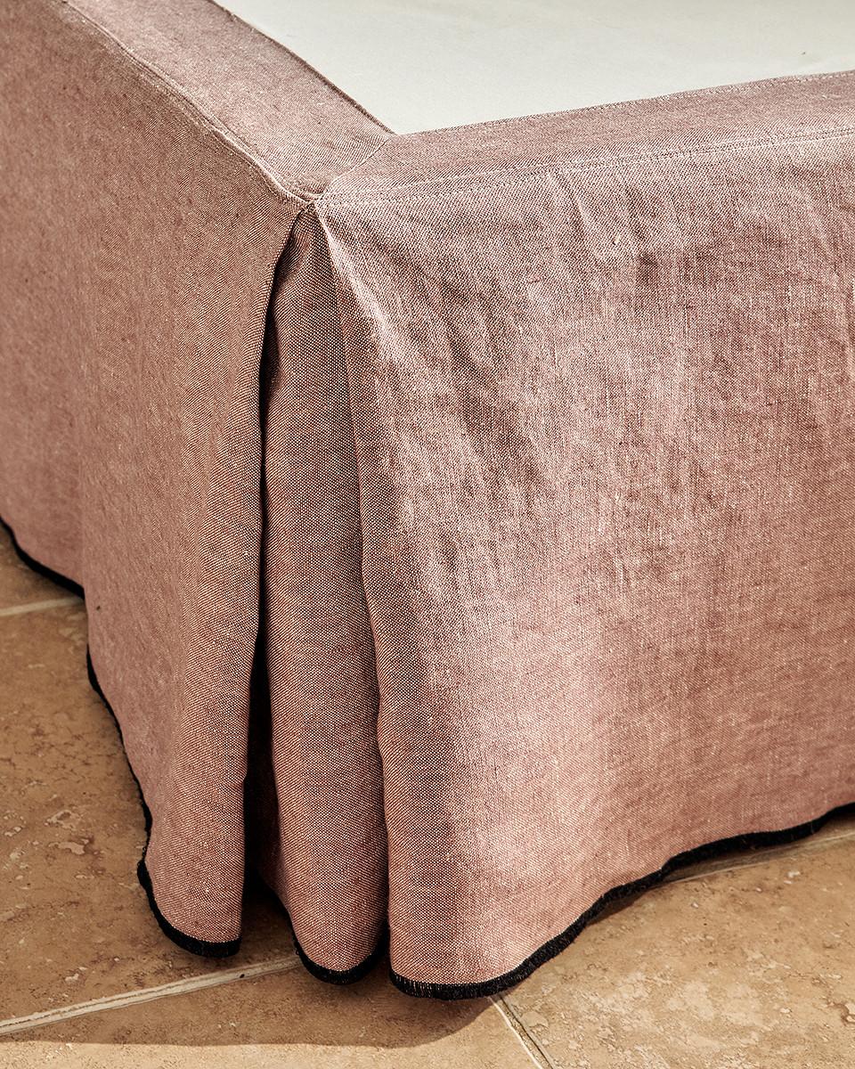 détail cache sommier tapissier Uzès