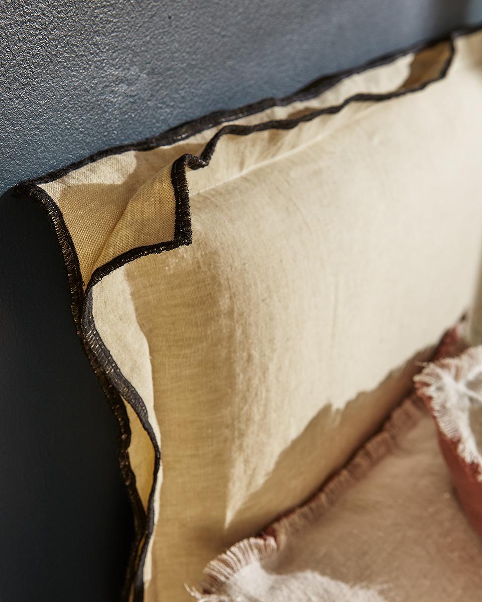 détail tête de lit tapissier gard
