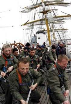 Cose buone dal mondo: speciale nonnismo in marina