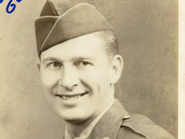 Lloyd Ahlschwede, Army Air Corps