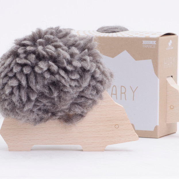 Hary hedgehog - wooden threading toy