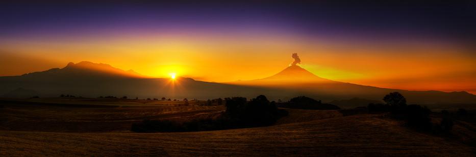 Pano amanecer Popo volcanes milpalta.jpg