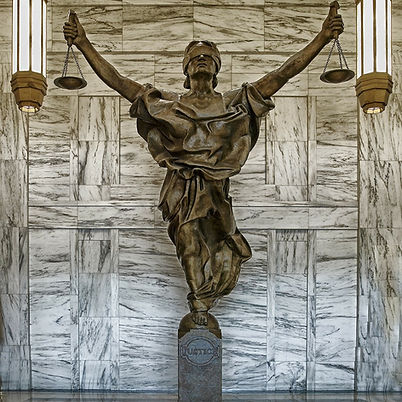 figure-of-justice-237109_1280.jpg