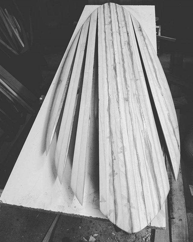 Tous creux et prêt à fermer 😜_#gawoodsurfboard_#woodsurfboards#hollowsurfboard #paulowniasurfboards