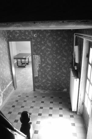 Vue des escaliers avant travaux